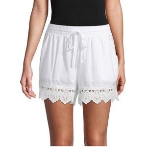 NWT Moon River White Scallop Lace Trim Shorts Size